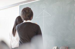 黒板と女子高生