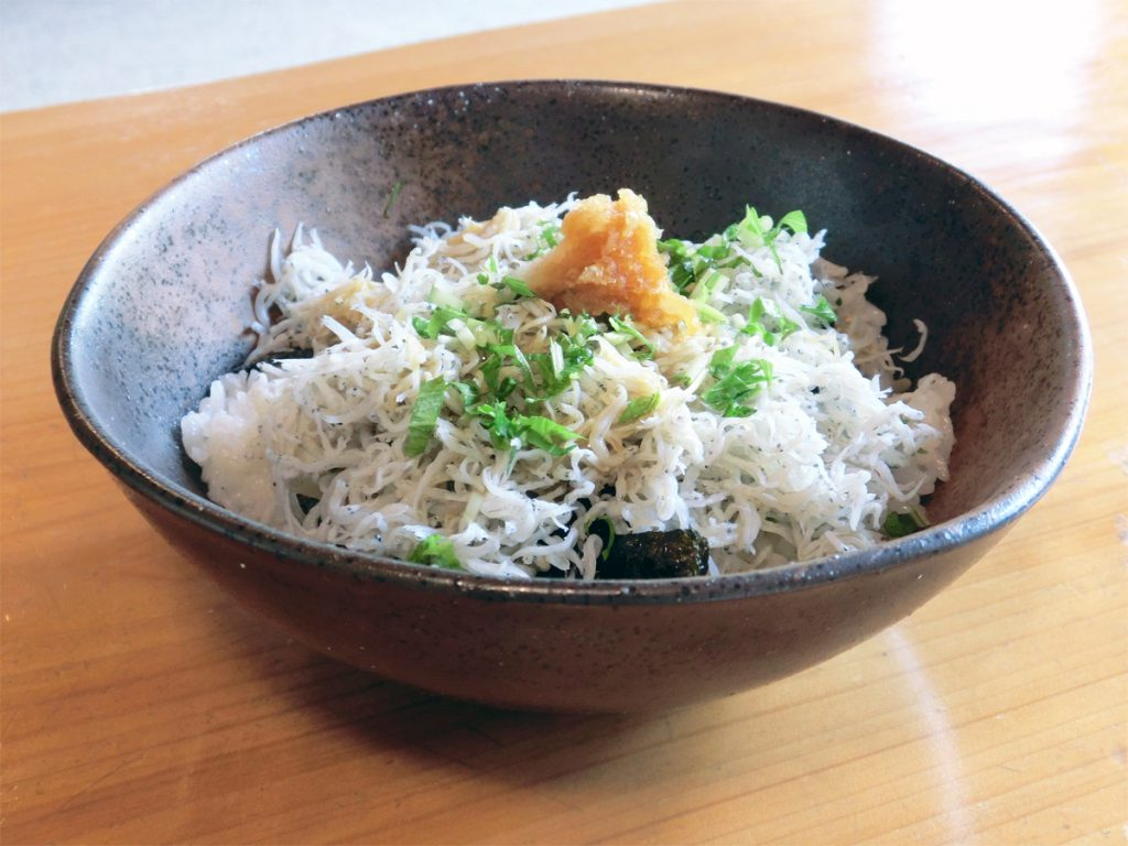 Chirimen-don (little-fish rice)