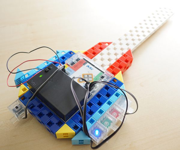 音と光の出る電子楽器
